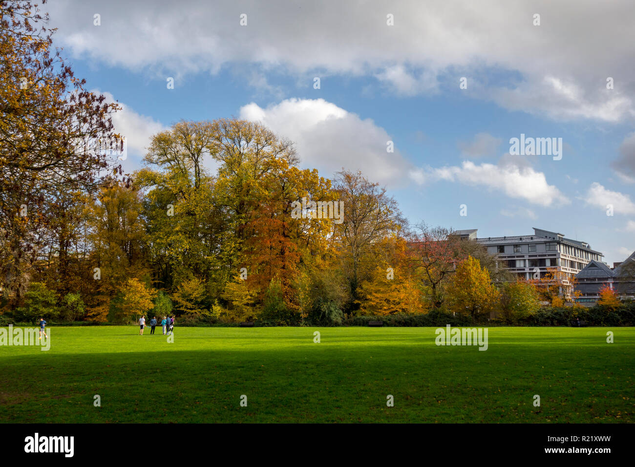 The Backs in Cambridge with Queens' College, Fitzpatrick Hall University of Cambridge in the background. Cambridge, UK - Stock Image