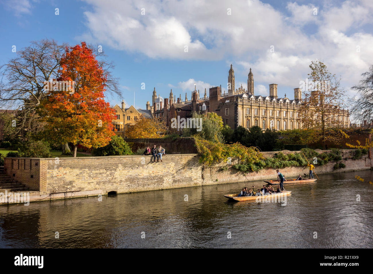 Autumn view of Clare College and punts on the River Cam, Cambridge, UK - Stock Image