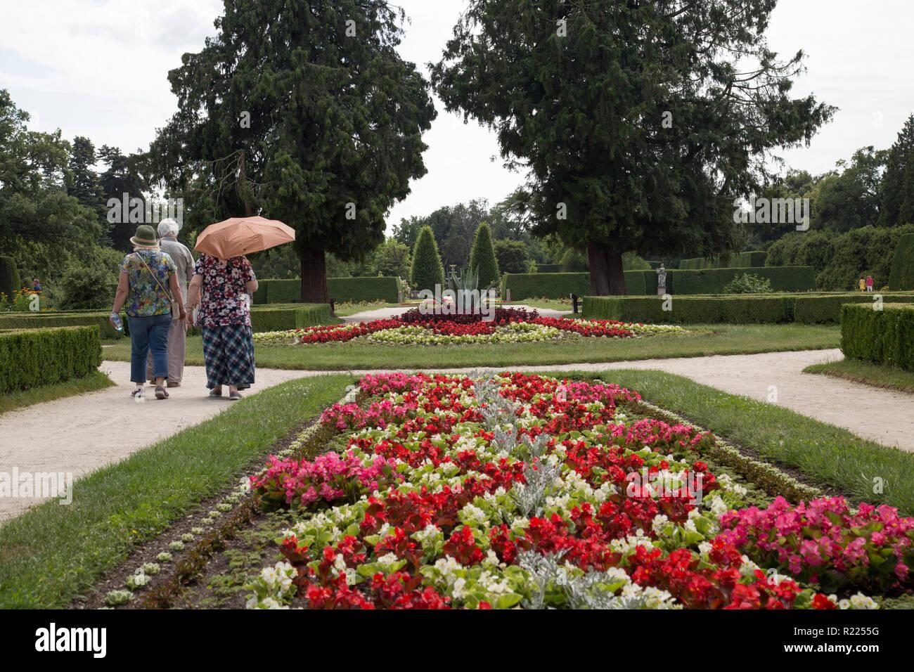 Retiree in french garden - Stock Image