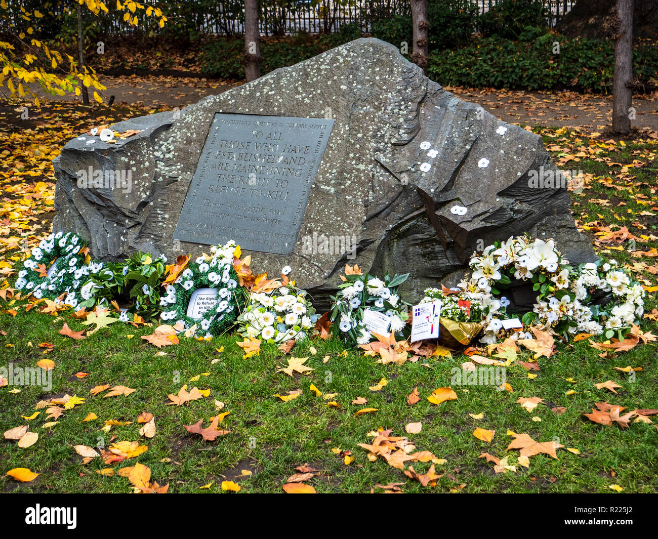 Conscientious Objectors' Commemorative Stone in Tavistock Square Gardens, Bloomsbury, London Unveiled 1994 by Sir Michael Tippett & Peace Pledge Union - Stock Image