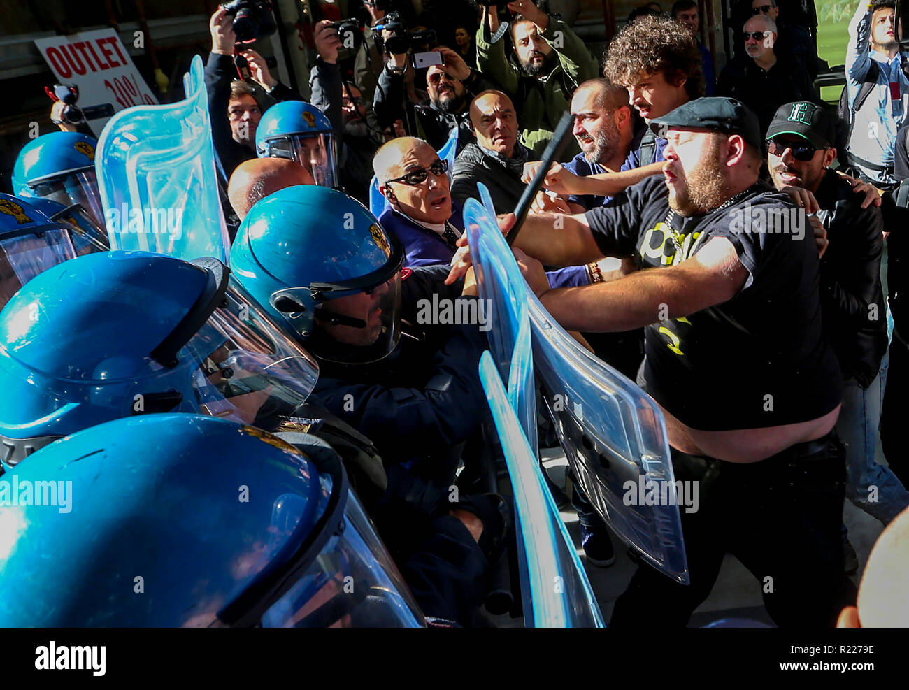 Naples, Italy. 15th November, 2018. Clashes between protesters and police at the Umberto gallery in Naples during the summit in the prefecture of Interior Minister Matteo Salvini an activist wounded Credit: Antonio Balasco/Alamy Live News - Stock Image