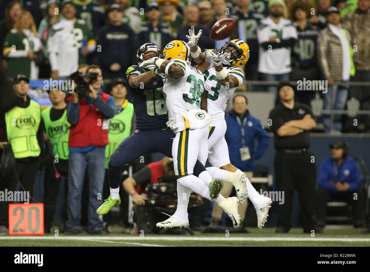 sports shoes d5d0f 05afa Seattle, WA, USA. 15th Nov, 2018. Green Bay Packers safety ...