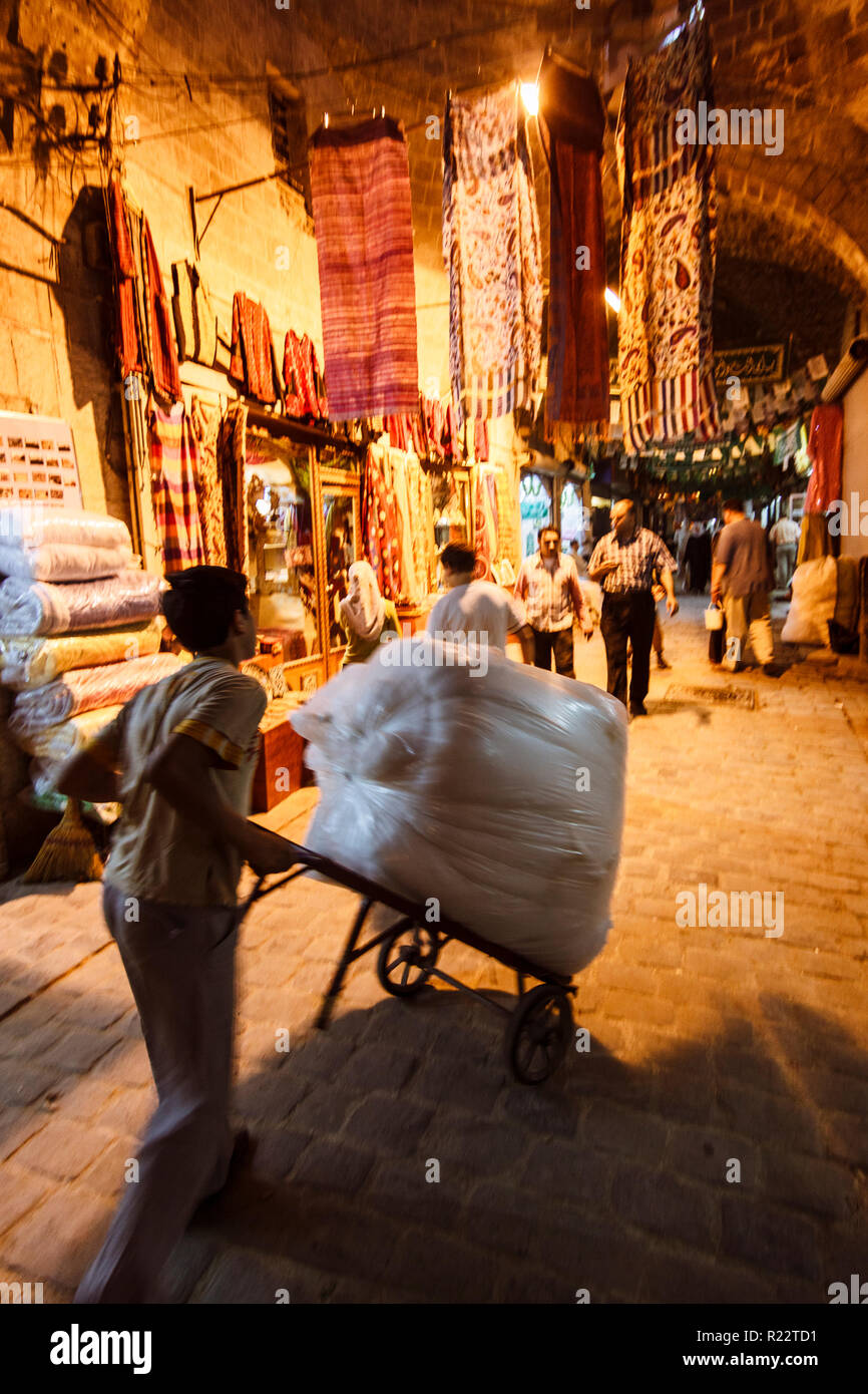 Aleppo, Aleppo Governorate, Syria : People shop at Souq Bab Antakya. At a leghth of seven kilometers, the maze of medieval covered markets is the more - Stock Image