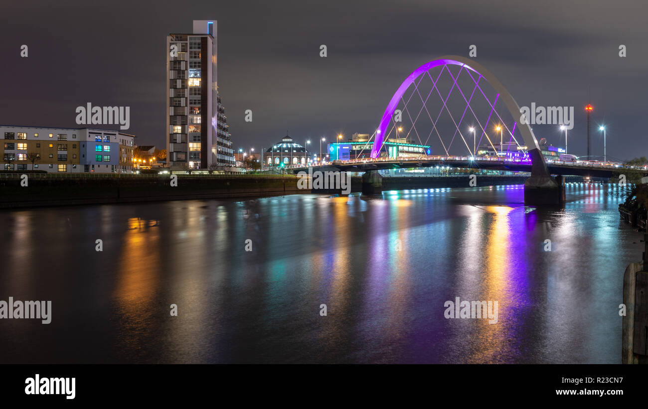 Glasgow, Scotland, UK - November 6, 2018: The Clyde Arc Bridge is lit up at night in Finnieston on the River Clyde in Glasgow. - Stock Image