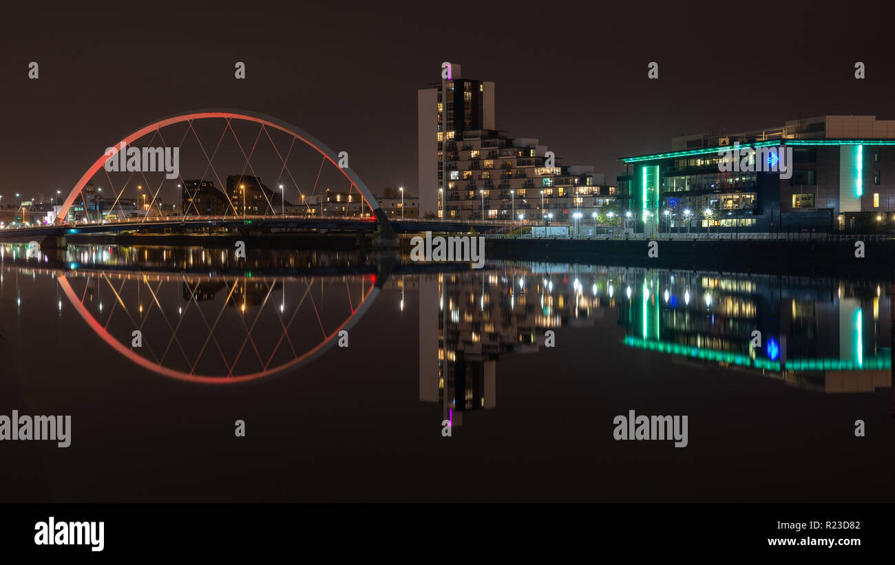 Glasgow, Scotland, UK - November 4, 2018: The Clyde Arc bridge and the offices and studios of STV are reflected in the waters of the River Clyde in Gl - Stock Image