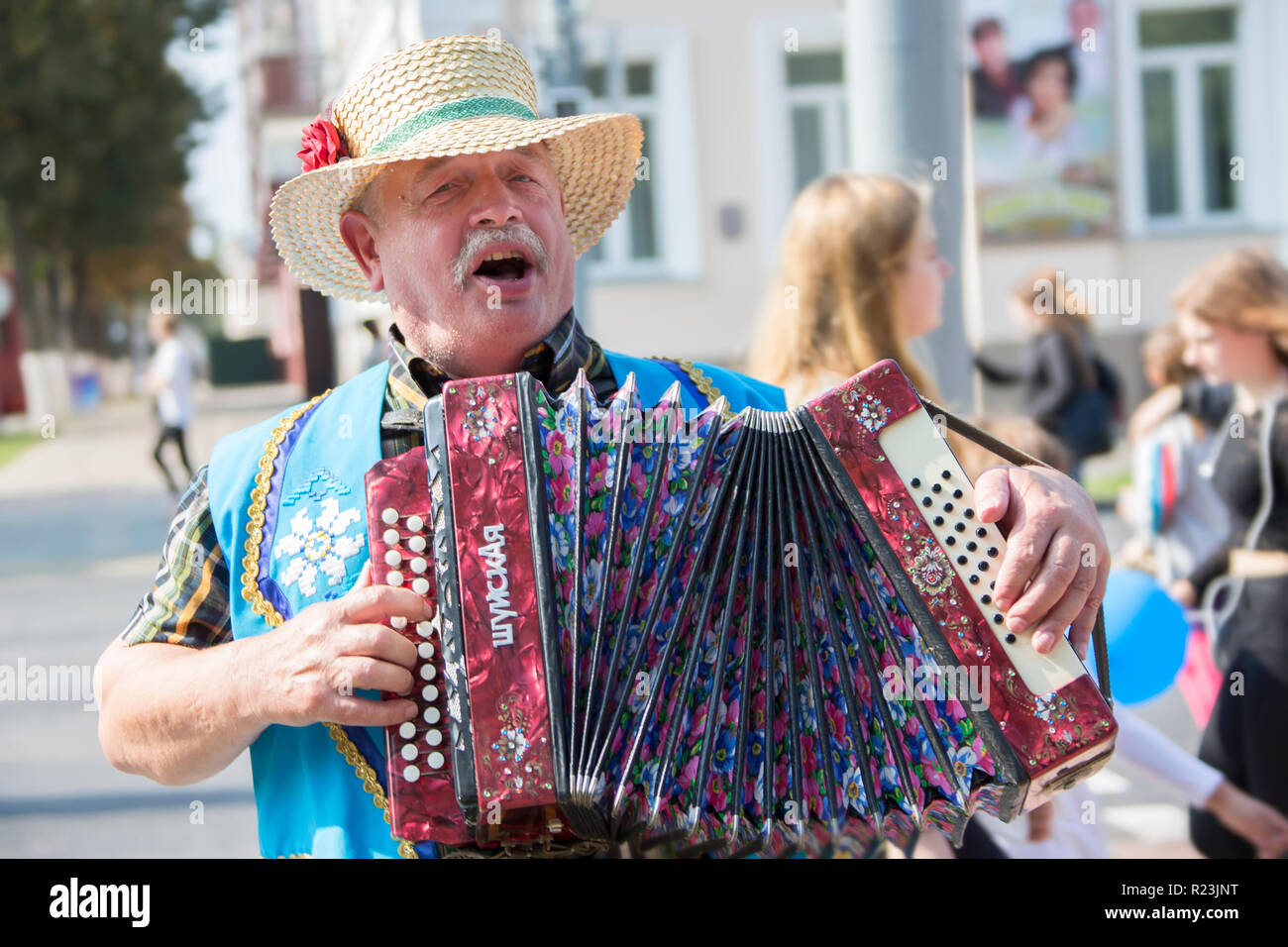 Belarus, the city of Gomel, September 15, 2018. Holiday City Day. Central Park.A man in a straw hat playing the harmonica.Harmonist - Stock Image