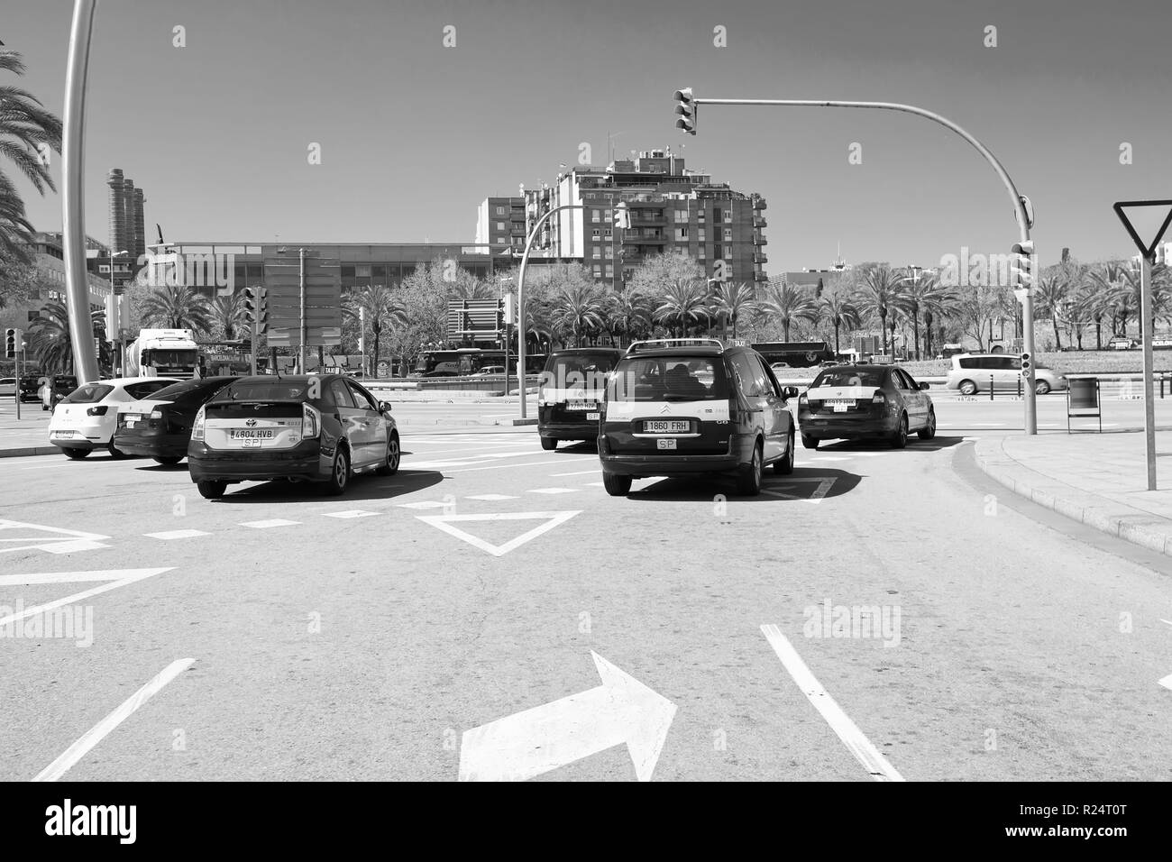 Road Intersection Black And White Stock Photos Images Alamy Traffic Signal Diagram Also Blank Barcelona Spain March 30 2016 Cars On Crossroad With Lights