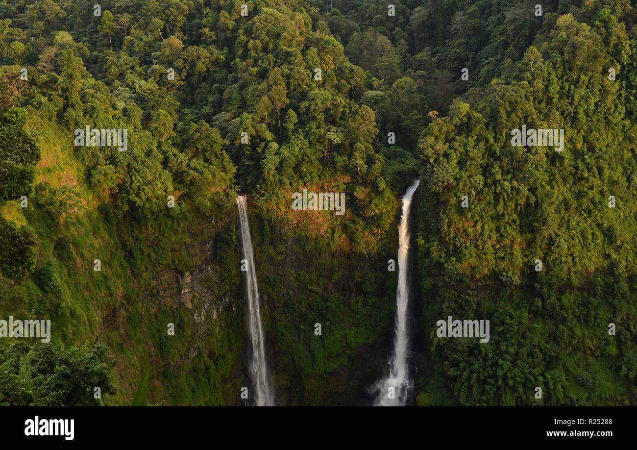 Champasak. 16th Nov, 2018. Photo taken on Nov. 16, 2018 shows the Tad Fane Waterfall at Bolaven Plateau in Champasak Province, Laos. Credit: Liu Ailun/Xinhua/Alamy Live News Stock Photo