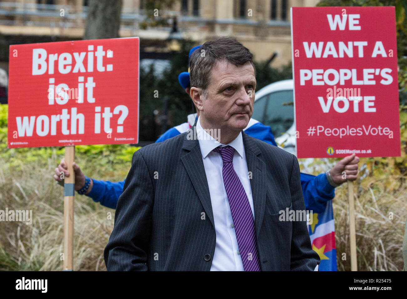 London, UK. 16th November, 2018. Gerard Batten, Leader of UKIP, appears on College Green in Westminster as uncertainty continues around the survival of Prime Minister Theresa May's Government and the number of letters of no confidence submitted to the 1922 Committee. Anti-Brexit activist Steve Bray of SODEM stands behind him holding two placards. Credit: Mark Kerrison/Alamy Live News - Stock Image