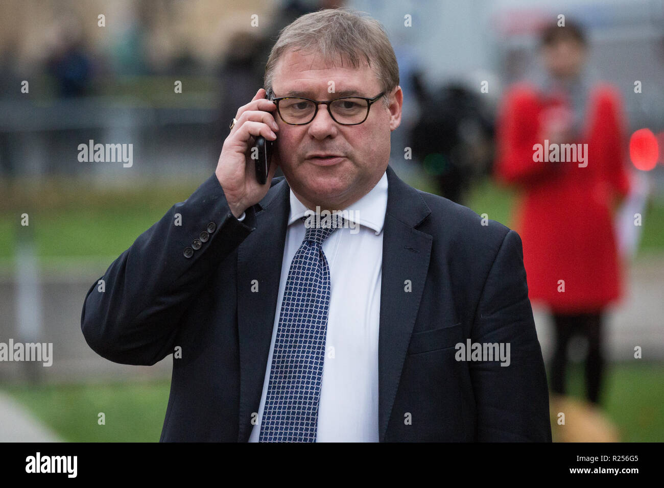 London, UK. 16th November, 2018. Mark Francois, Conservative MP for Rayleigh and Wickford, appears on College Green in Westminster as uncertainty continues around the survival of Prime Minister Theresa May's Government and the number of letters of no confidence submitted to the 1922 Committee. - Stock Image
