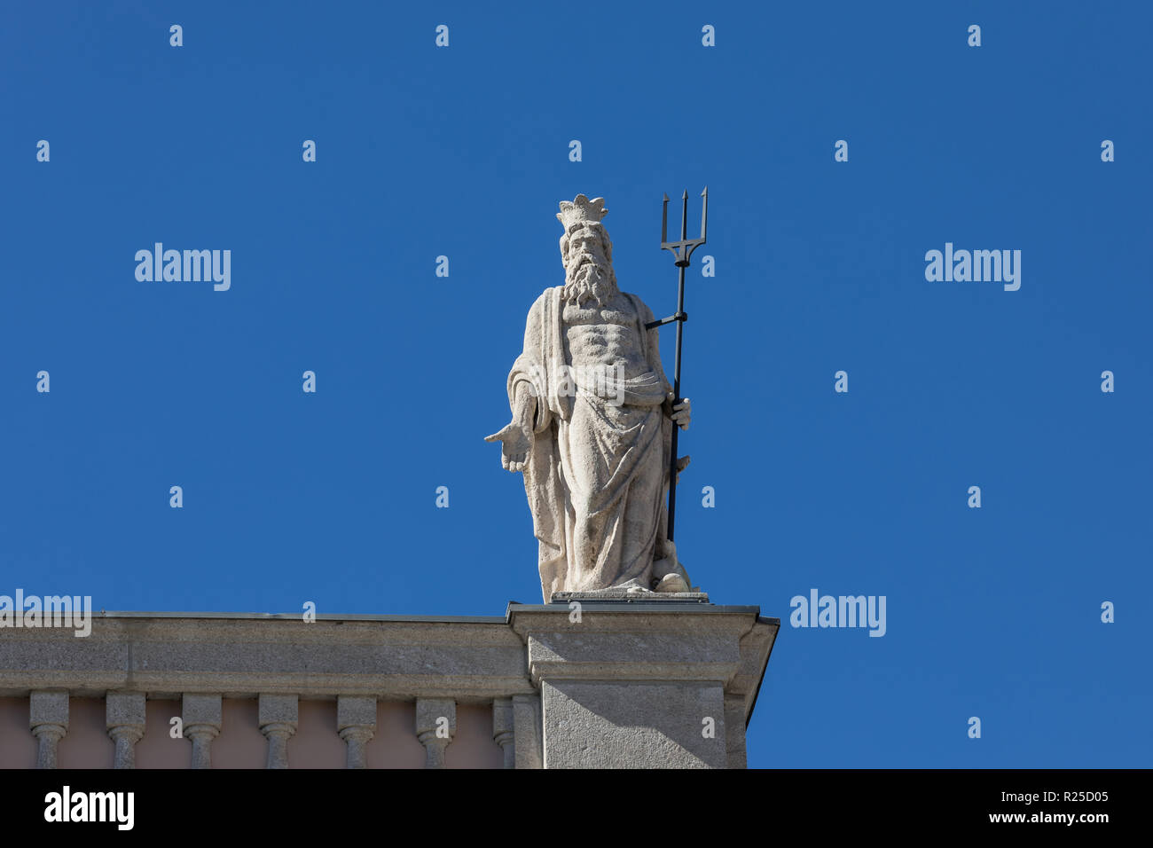 Statue of Roman god Neptune (Greek Poseidon) at the old Stock Exchange building (Palazzo della Borsa Vecchia) in Trieste, Friuli Venezia Giulia, Italy - Stock Image