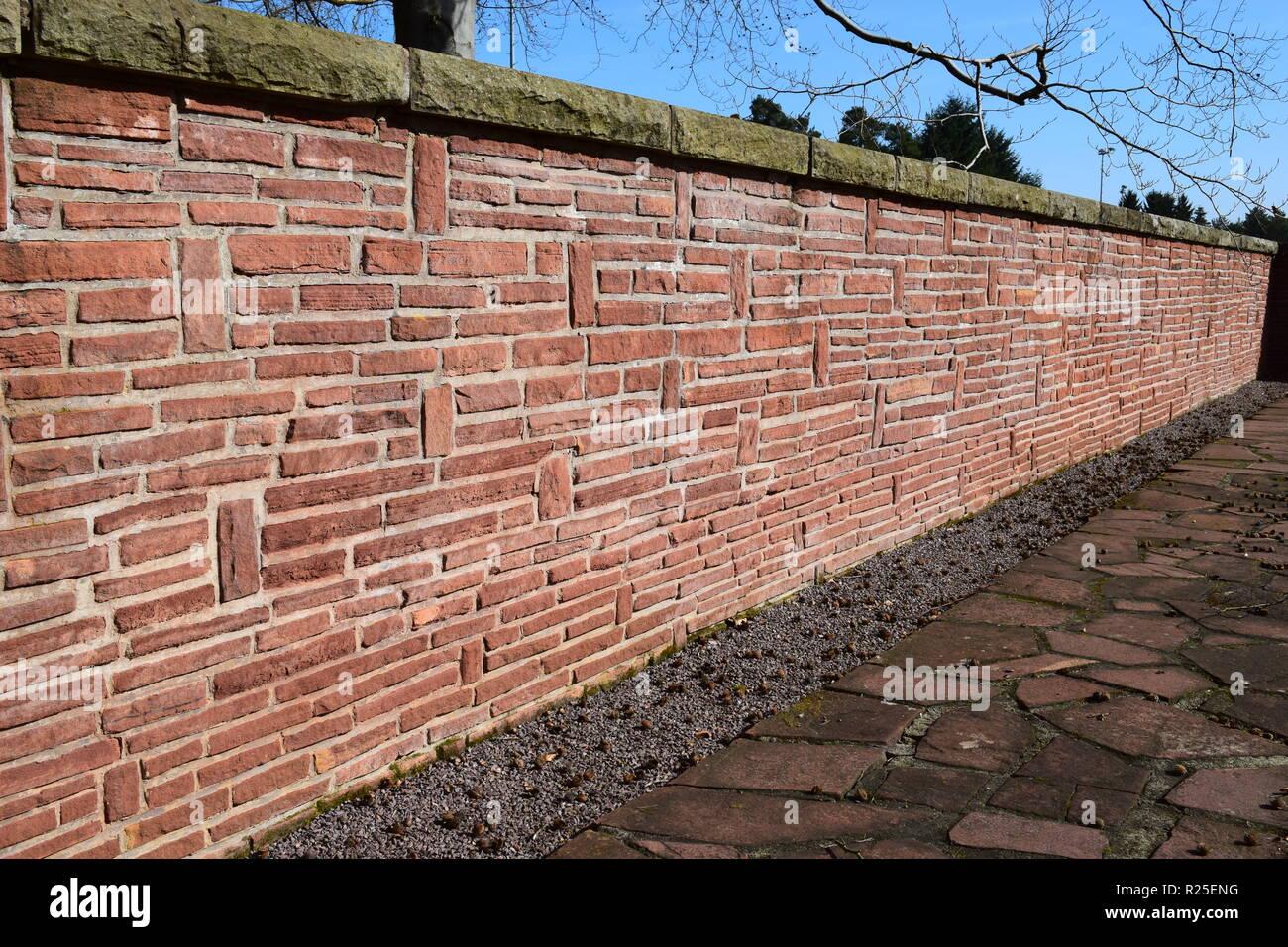 BRICK WALL SHOWING TEXTURE AND CHARACTER.. ZIEGELSTEIN-WAND, DIE BESCHAFFENHEIT UND ZEICHEN ZEIGT - Stock Image