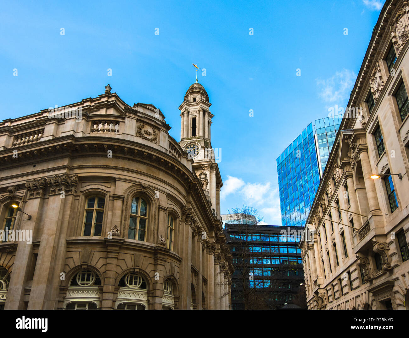 City life in the Royal Exchange area on a sunny day. A mixture of old and new buildings. - Stock Image