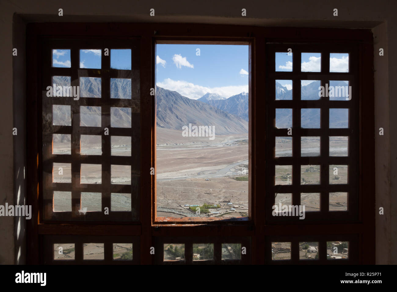Traditional Tibetan Windows High Resolution Stock Photography And Images Alamy