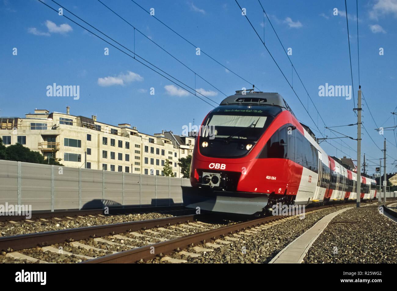 moderner Nahverkehrszug - Modern Commuter Train - Stock Image