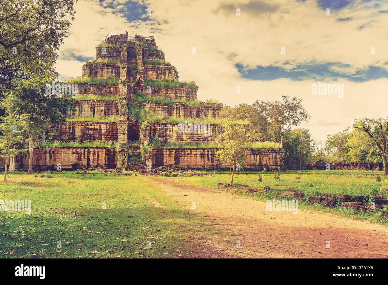 Pyramid death Prasat Thom Koh Ker lost in tropical rain forest jungle Cambodia - Stock Image