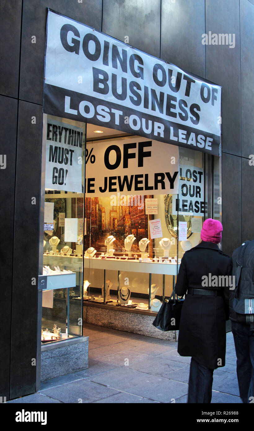 A jewellery shop in Manhattan, declares that it is going out of business as it has lost its lease and is elling off all of its stock. Everything must go! - Stock Image