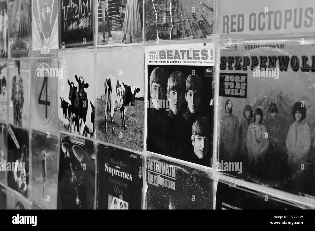 ATHENS, GREECE - AUGUST 29, 2018: Wall with vintage vinyl records pop and rock music album sleeves background. Selective focus black and white. - Stock Image
