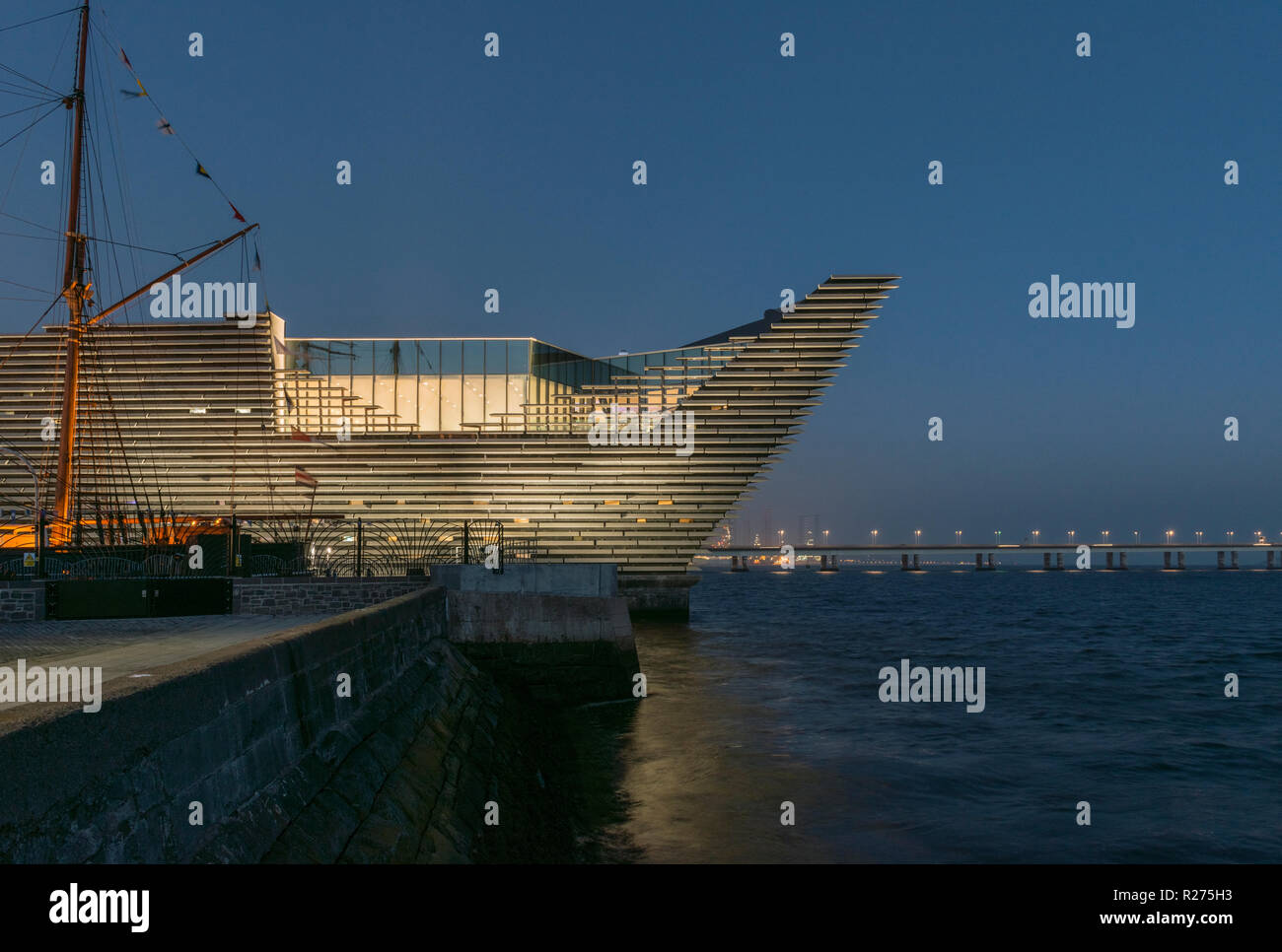 The new V&A design museum on Dundee's regenerated waterfront has already passed the 100,000 visitor mark within 2months of opening, Dundee Scotland UK Stock Photo