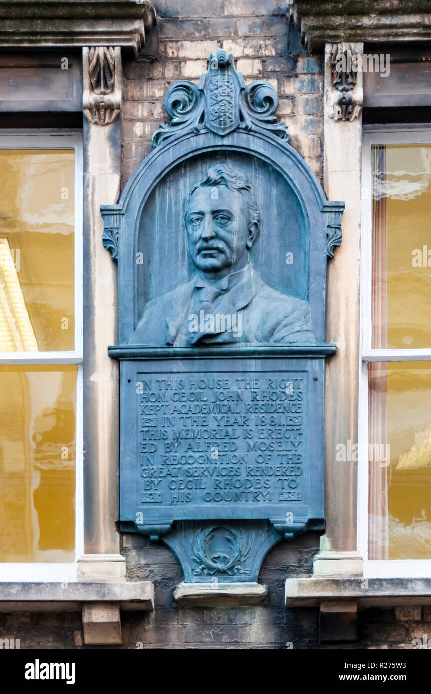 Memorial plaque on house once occupied by Cecil Rhodes in King Edward Street, Oxford.  Details in Description. - Stock Image