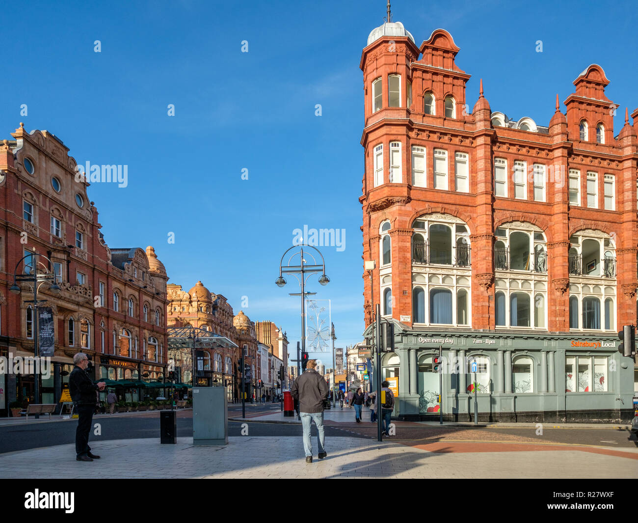 Leeds Victorian and Edwardian Shopping Arcades (left) in the city center of Leeds.The arcades in the Victoria quarter are a center for luxury shopping - Stock Image