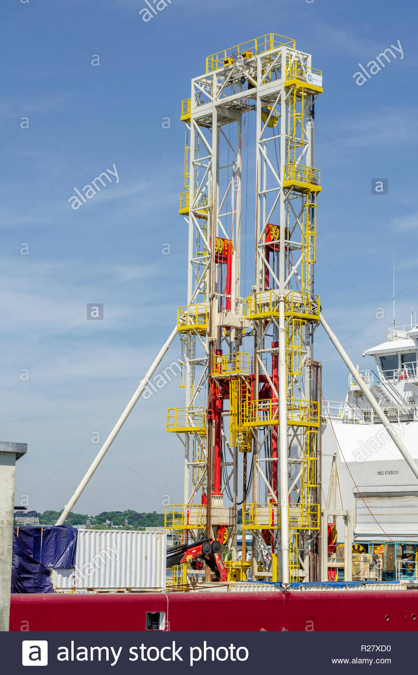 New Bedford, Massachusetts, USA - June 22, 2018: Drill rig towering above bridge of geotechnical drilling vessel Dina Polaris - Stock Image