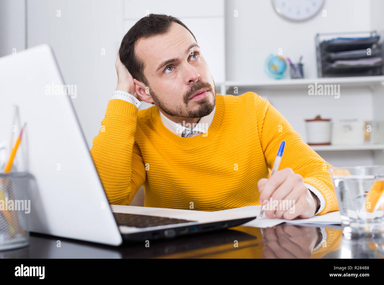 Young man student facing challenge at online courses at home - Stock Image