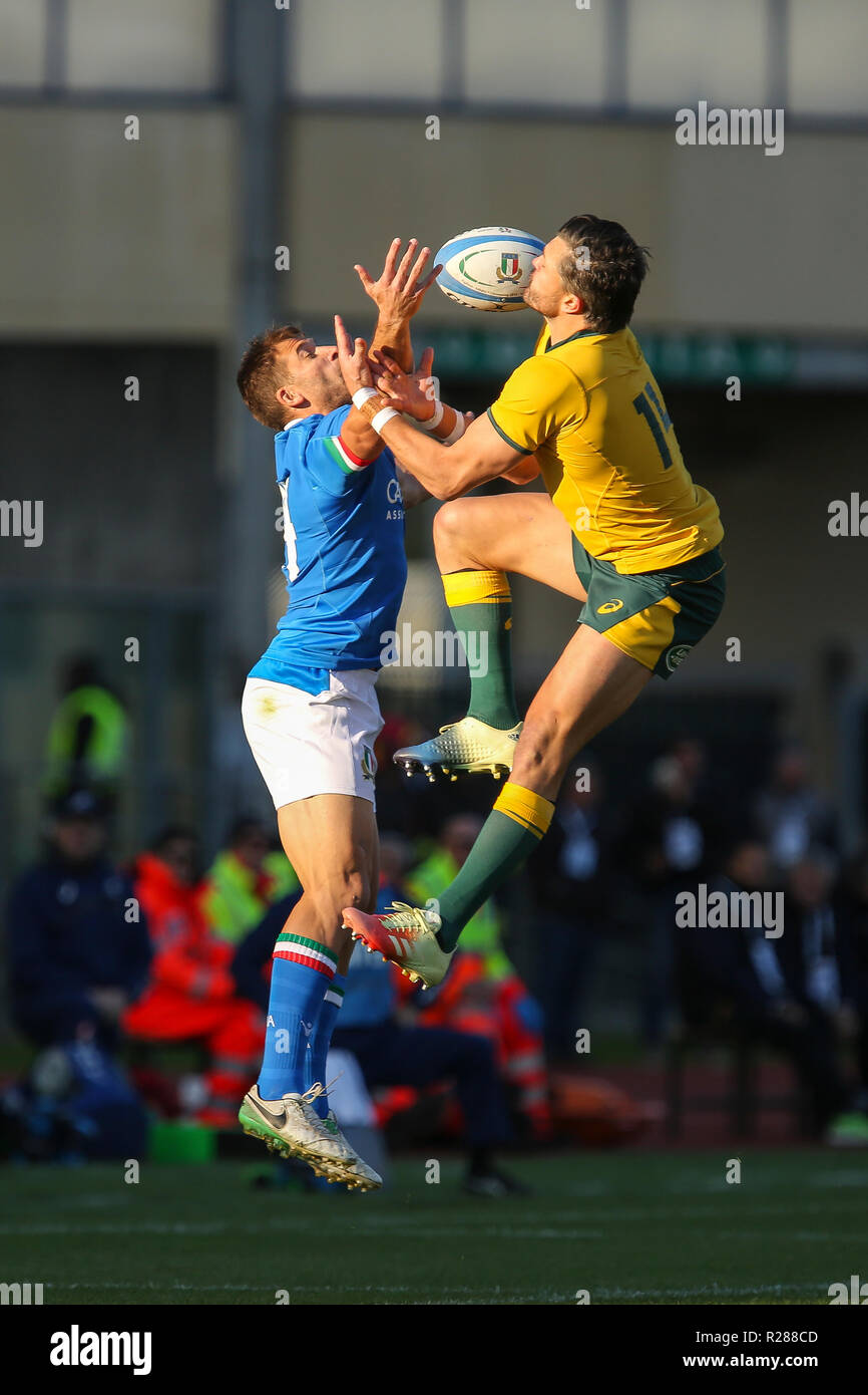 Padova, Italy. 17th November, 2018. Italy's wing Tommaso Benvenuti fight for the ball possession against Adam Ashley Cooper in the match against Wallabies in November Cattolica Test Match 2018©Massimiliano Carnabuci/Alamy Live news - Stock Image