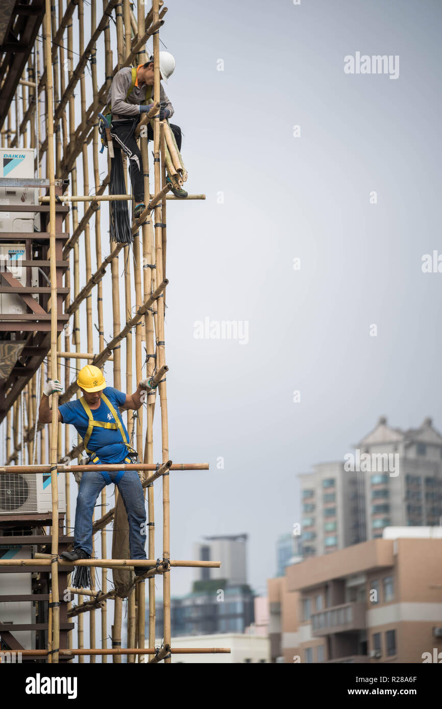 Hong Kong, China. 17th Nov, 2018. Construction workers seen working on bamboo scaffolding for a newly built residential apartment in Hong Kong.The property market is Hong Kong remain bullish despite government effort trying to cool down the market by imposing extra stamp duty for property transactions. Credit: Geovien So/SOPA Images/ZUMA Wire/Alamy Live News - Stock Image
