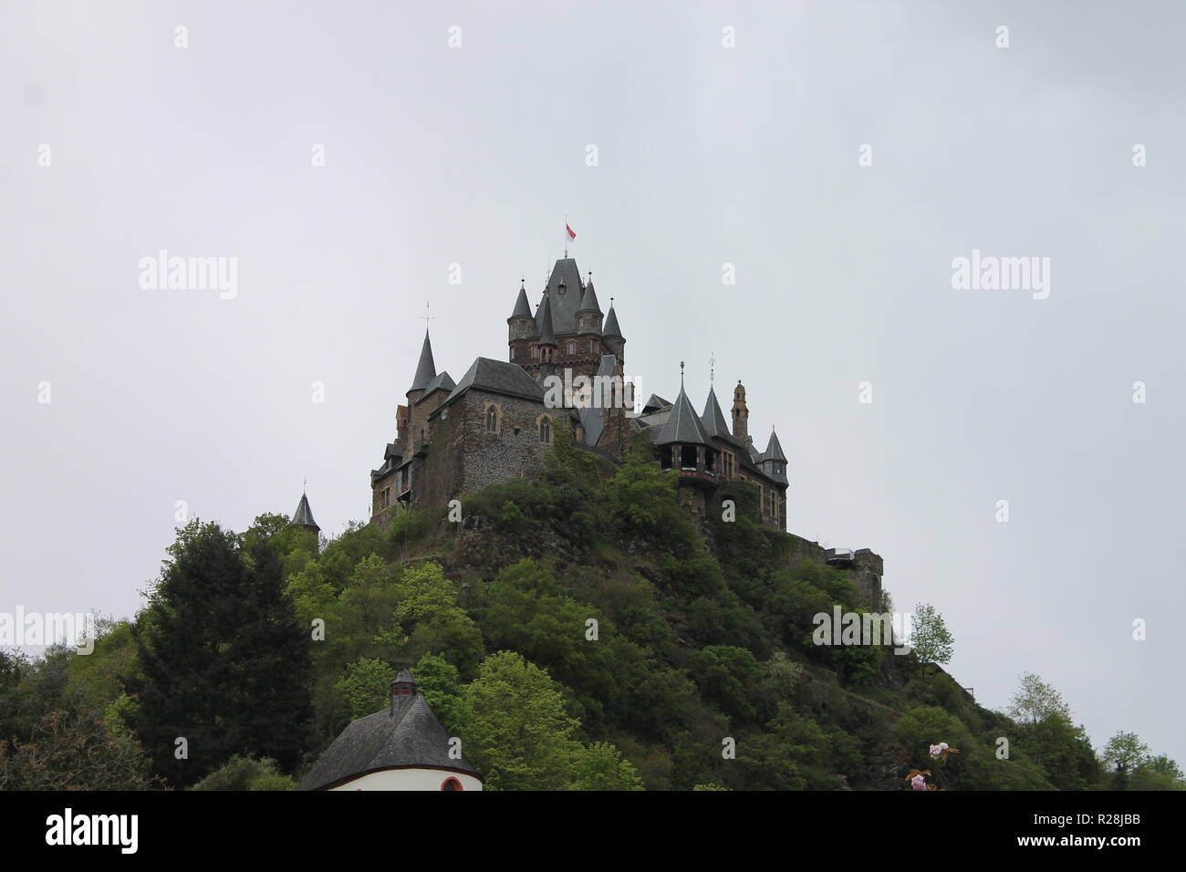 Die Reichsburg Cochem ist eine Burganlage in der rheinland-pfälzischen Stadt Cochem an der Mosel. - Stock Image