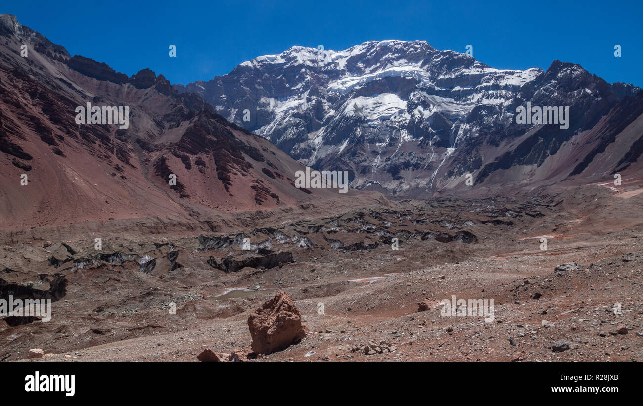 View of the south face of the Aconcagua mountain in the Aconcagua Provincial Park in the province of Mendoza in Argentina - Stock Image