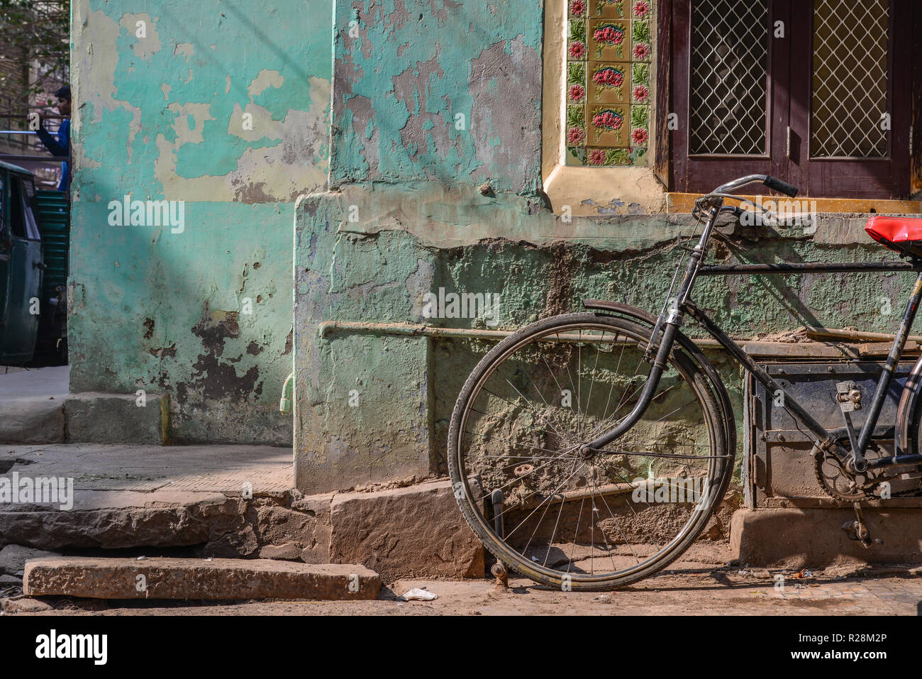 Old retro bicycle on vintage street in Jodhpur, India Stock Photo