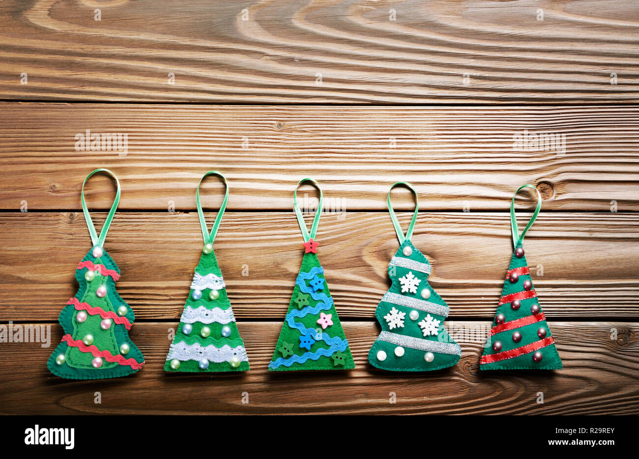 Handmade Rustic Green Felt Christmas Tree Decorations Flat Lying On Wooden Table Stock Photo Alamy