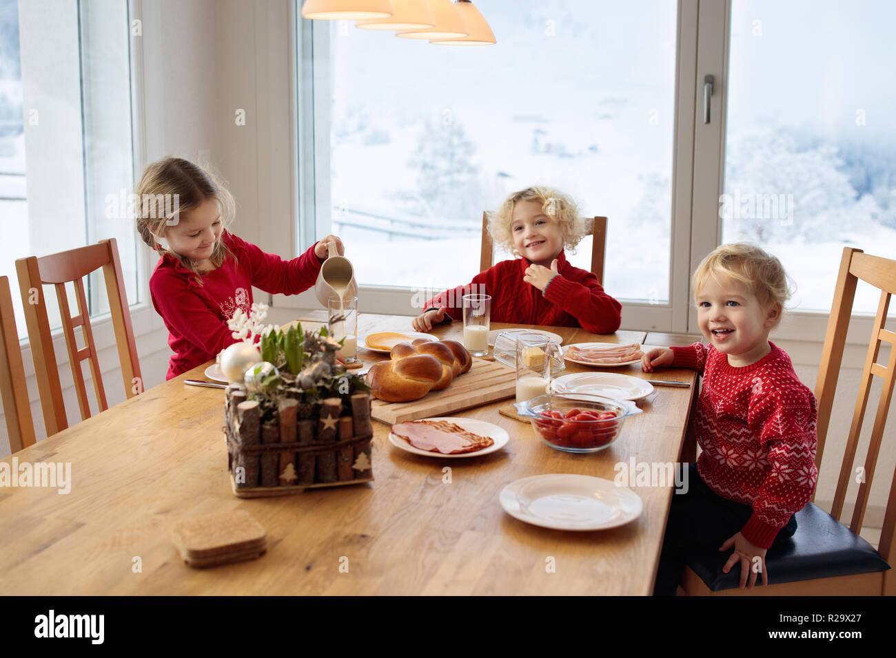 family having lunch dining room stock photos family having lunch dining room stock images alamy. Black Bedroom Furniture Sets. Home Design Ideas