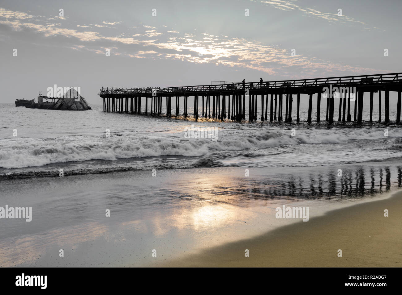Sunset over Seacliff Pier and SS Palo Alto Shipwreck. - Stock Image