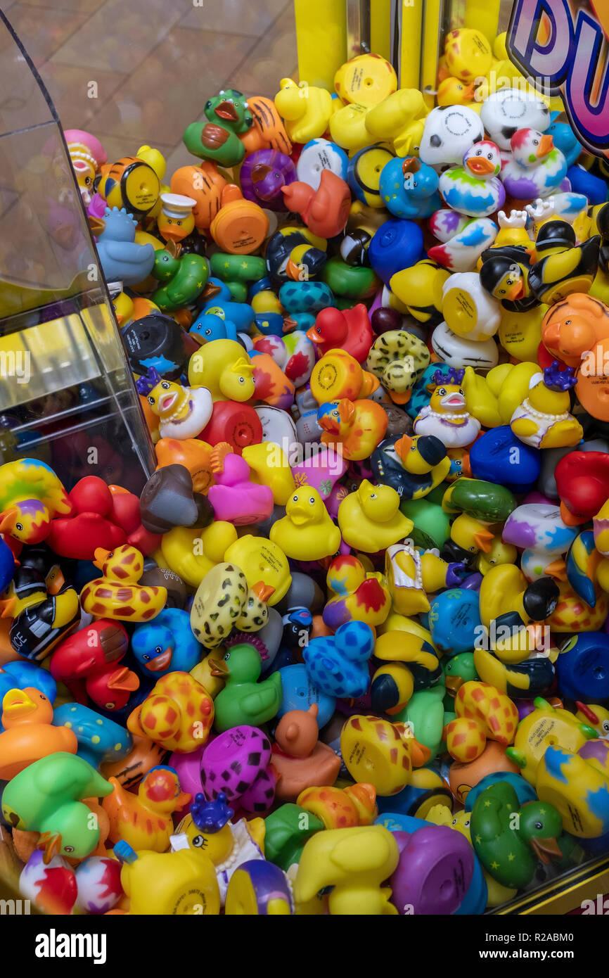 'Plucky Ducky' toy machine - Stock Image