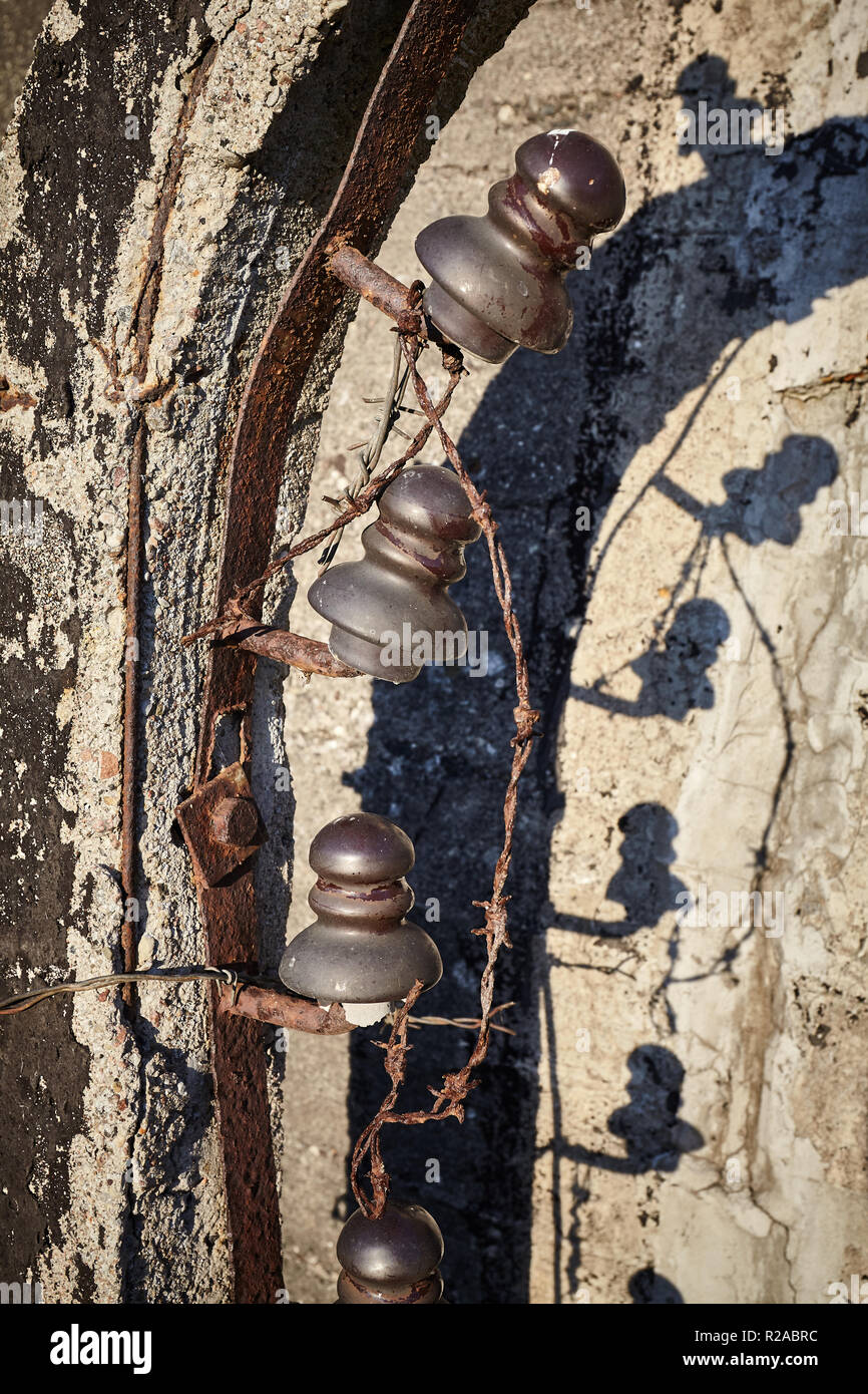 Old rusty barbed wire fence close up picture. - Stock Image