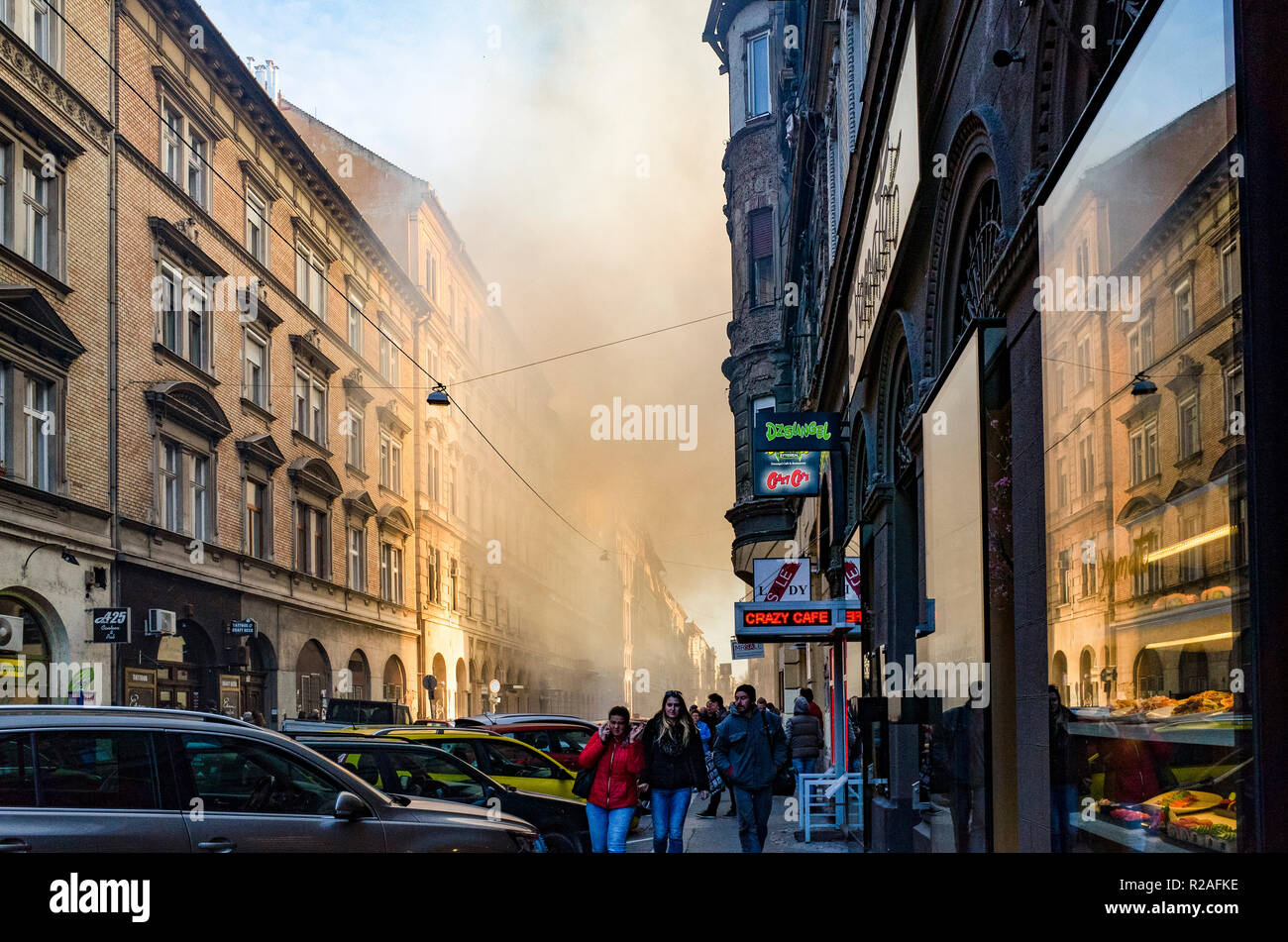 Budapest, Hungary. 17th Nov, 2018. Building fire in downtown Budapest Credit: Krisztina Papp/Alamy Live News - Stock Image