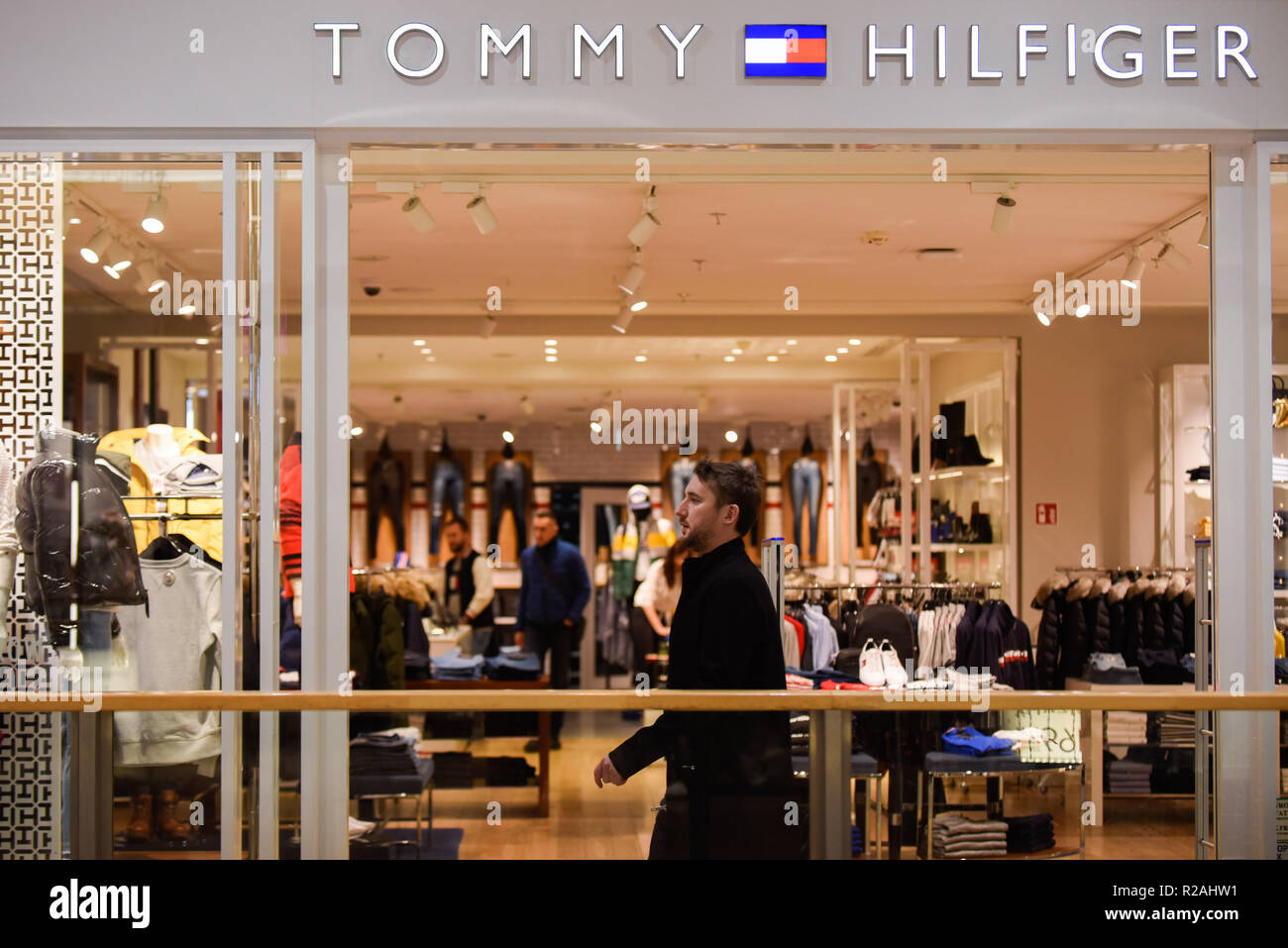 298f3388 Tommy Hilfiger Logo Stock Photos & Tommy Hilfiger Logo Stock Images ...