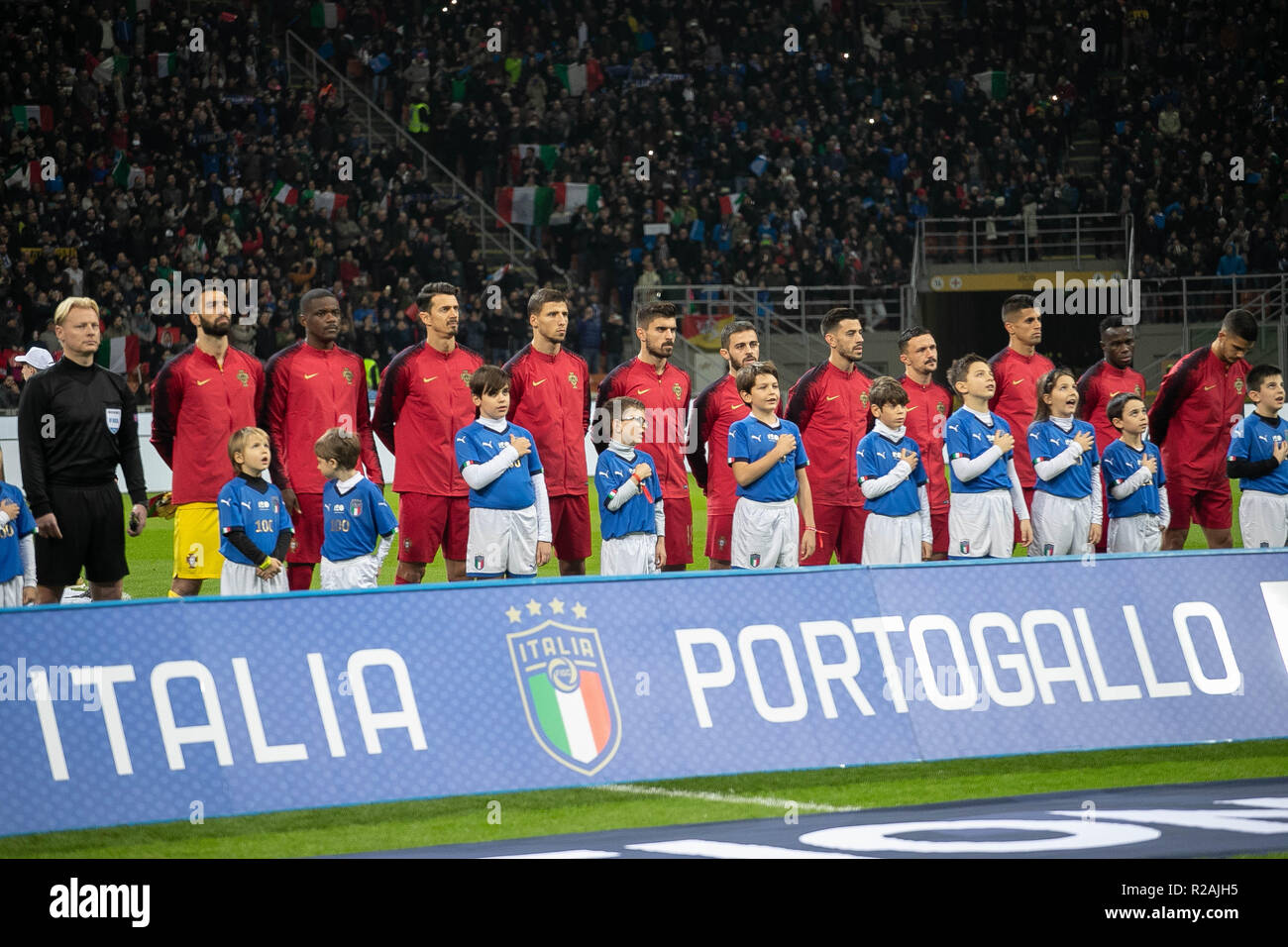 Milan, Italy. 17th Nov, 2018. Team Portugal  during the UEFA Nations League 2018, League A, Group 3 football match between Italy and Portugal on November 17, 2018 at Giuseppe Meazza stadium in Milan, Italy - Photo Laurent Lairys / DPPI Credit: Laurent Lairys/Agence Locevaphotos/Alamy Live News Stock Photo