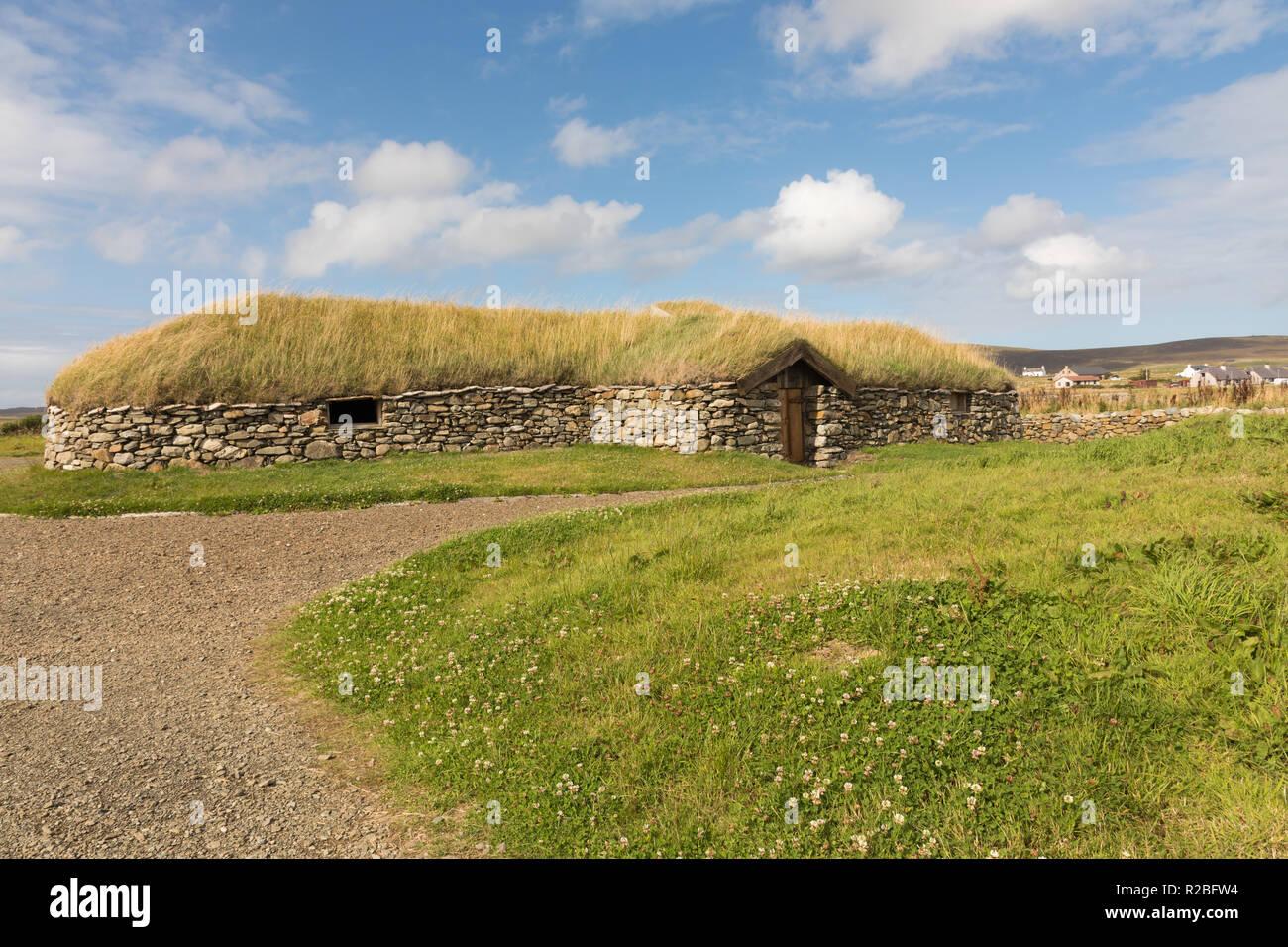 Reconstruction of Viking longhouse, Unst, Shetland - Stock Image