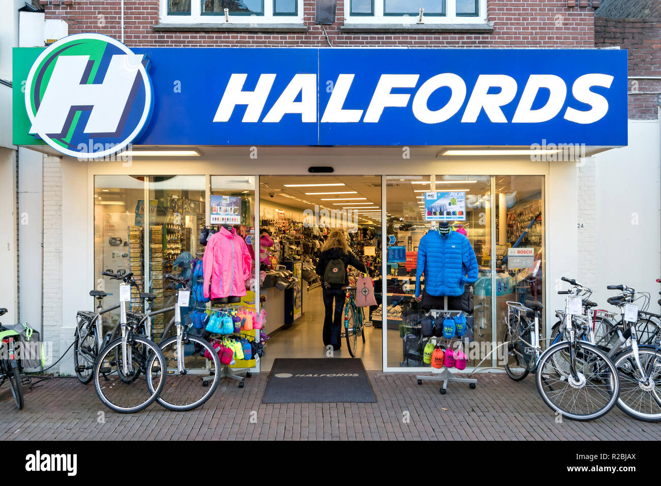 Halfords Bikes Stock Photos & Halfords Bikes Stock Images - Alamy