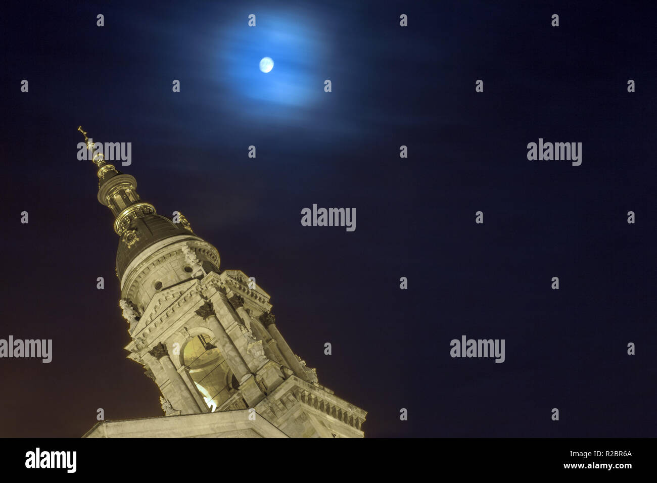 St.Stephen's Basilica and full moon - Stock Image