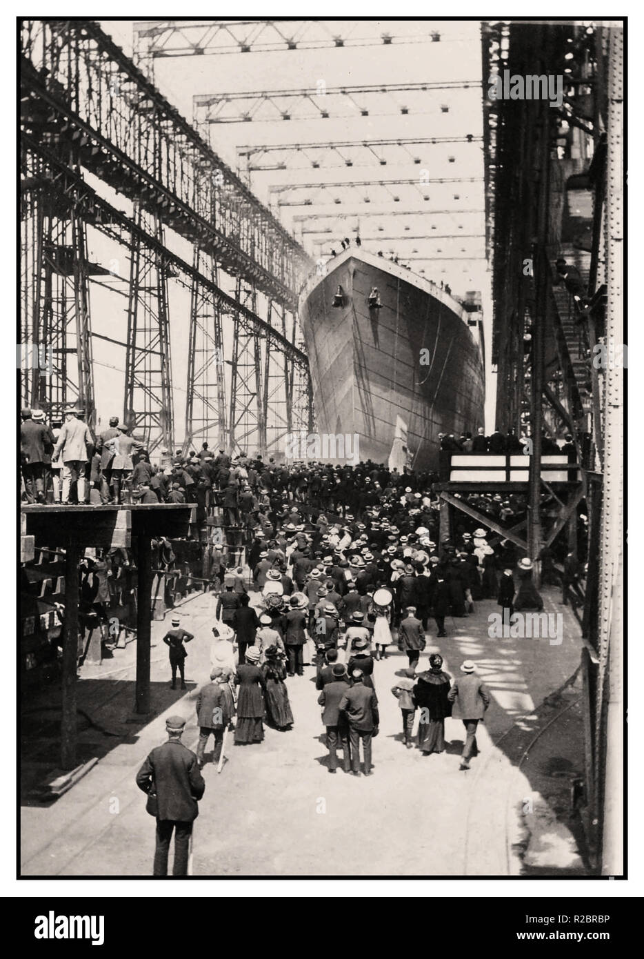 TITANIC SLIPWAY Launching of RMS Titanic with crowds of invited guests at Harland & Wolff shipyards Northern Ireland 31st May 1911 - Stock Image