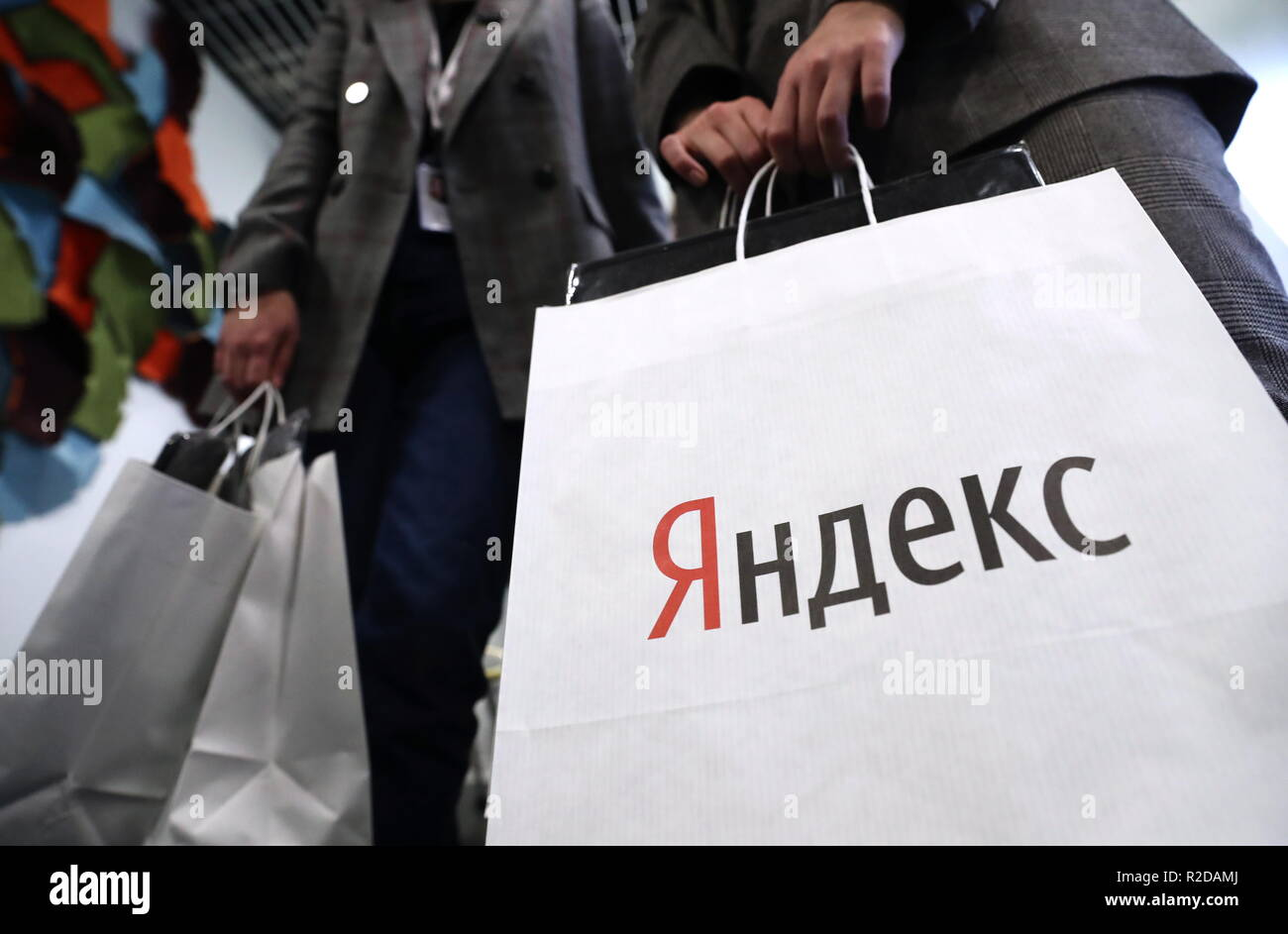 Moscow, Russia. 19th Nov, 2018. MOSCOW, RUSSIA - NOVEMBER 19, 2018: An event to unveil partner devices based on Yandex IO platform. Yandex IO is a development kit that allows integrating Artificial Intelligence (AI) with voice capabilities into consumer electronics, cars and vending machines. Anton Novoderezhkin/TASS Credit: ITAR-TASS News Agency/Alamy Live News - Stock Image