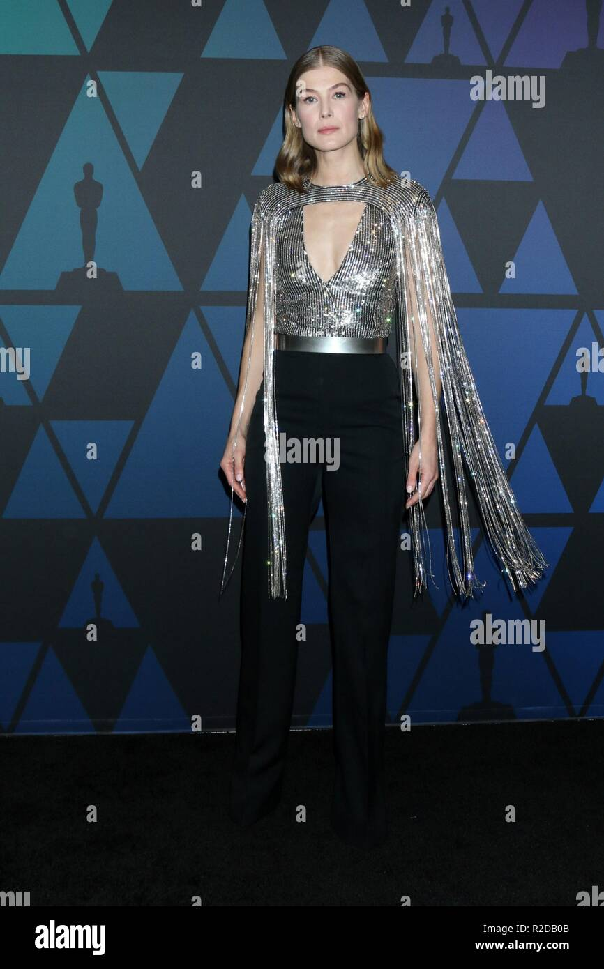 Los Angeles, CA, USA. 18th Nov, 2018. Rosamund Pike at arrivals for 10th Annual Governors Awards, Dolby Theatre, Los Angeles, CA November 18, 2018. Credit: Priscilla Grant/Everett Collection/Alamy Live News - Stock Image