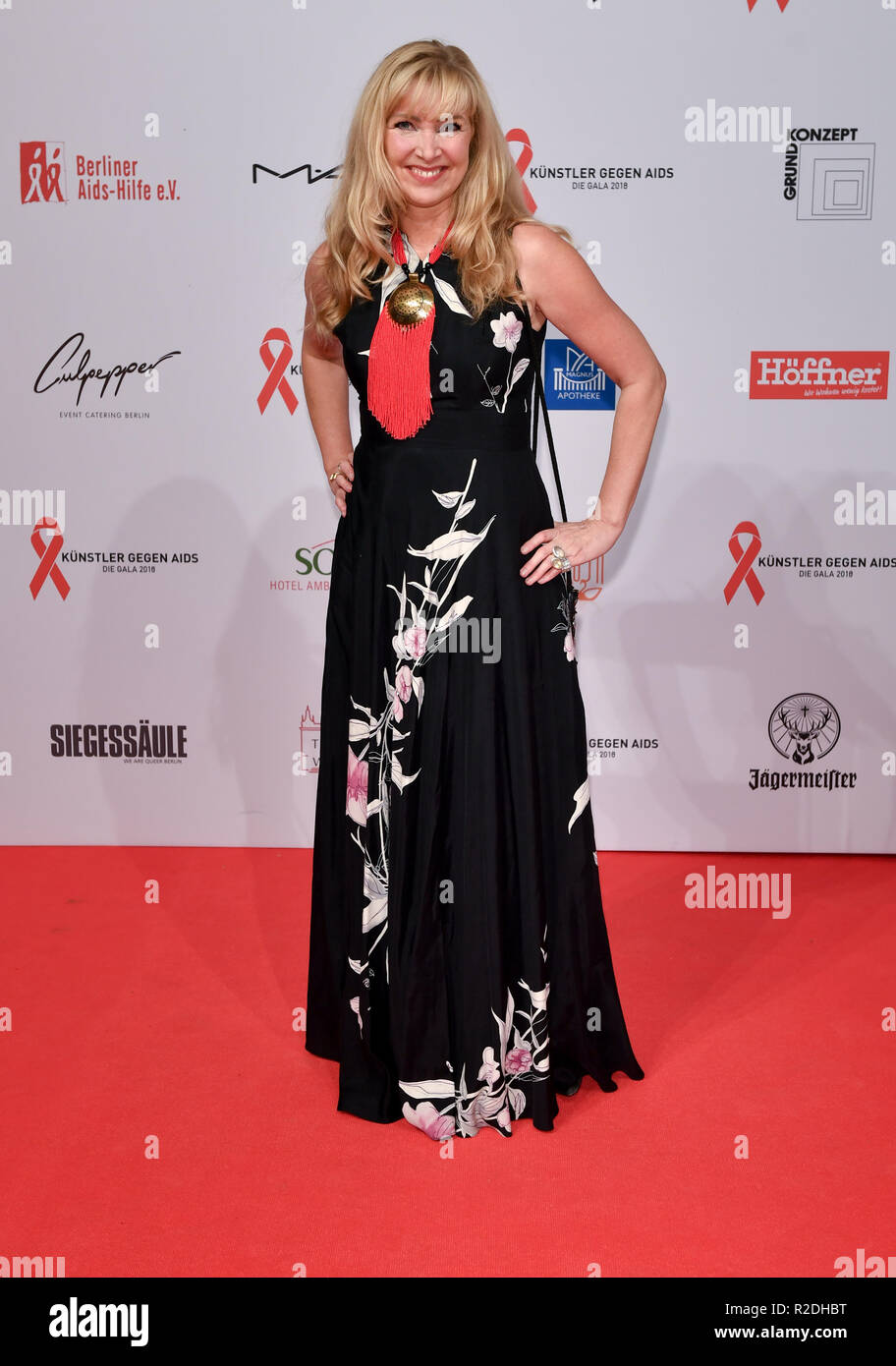 Berlin, Germany. 19th Nov, 2018. Nanna Kuckuck, German designer, comes to the benefit gala 'Artists against Aids - The Gala 2018' in the Theater des Westens for the benefit of the aid offers of the Berliner Aids-Hilfe. Credit: Jens Kalaene/dpa-Zentralbild/dpa/Alamy Live News - Stock Image