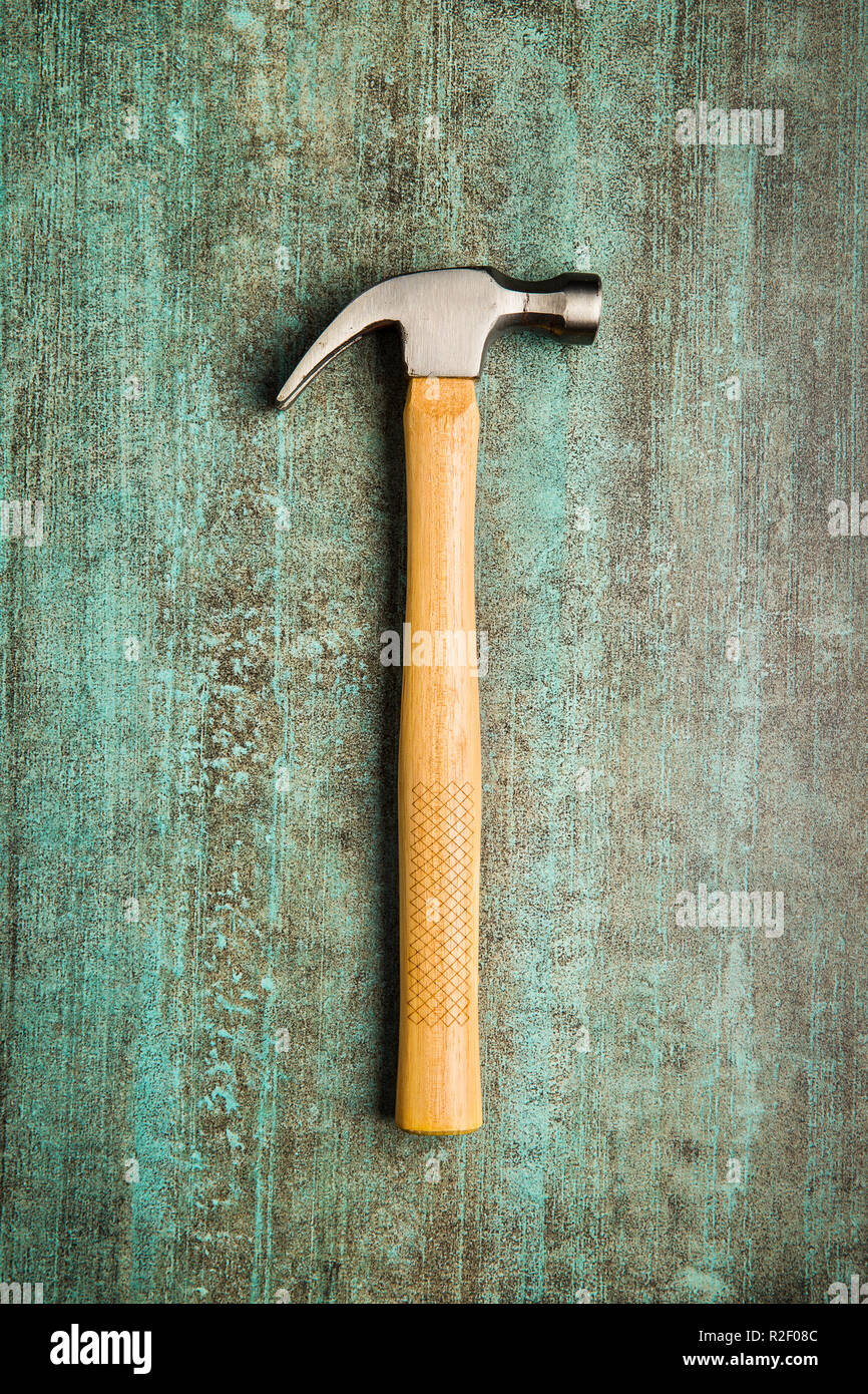 The claw hammer on grunge background. Top view. - Stock Image