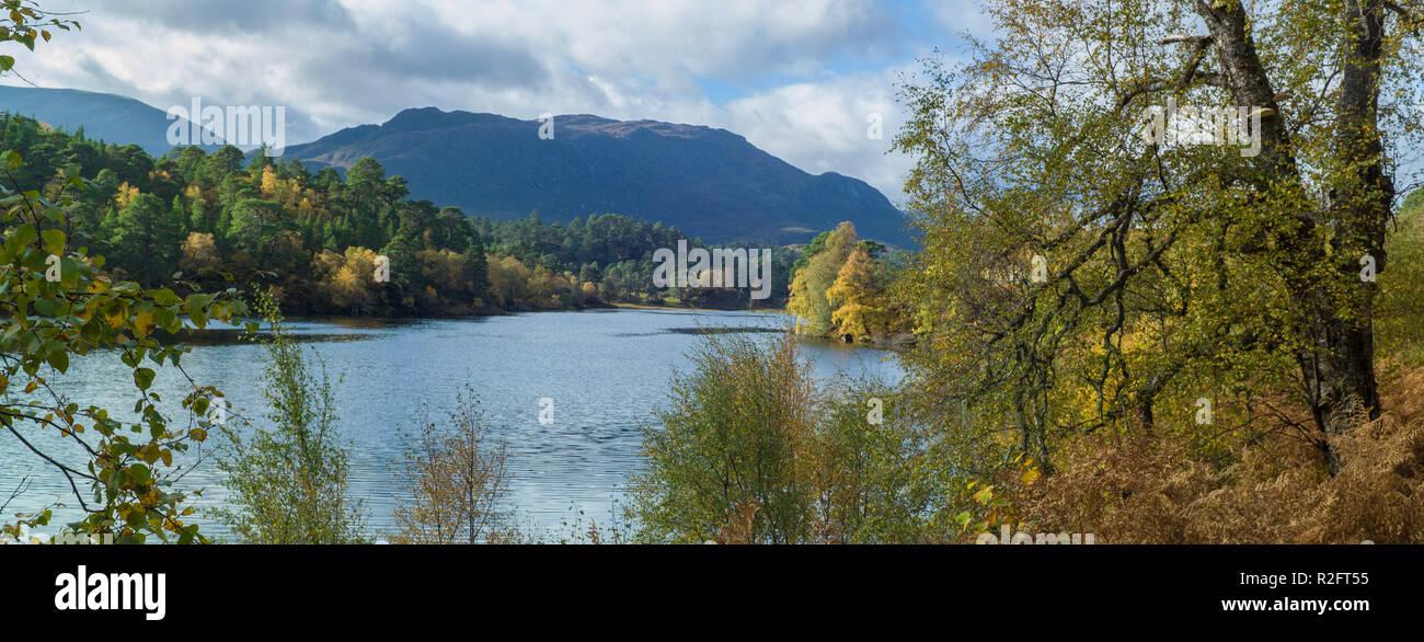 Autumn in Loch Beinn a Mheadhain in Glen Affric, Highland, Scotland - Stock Image
