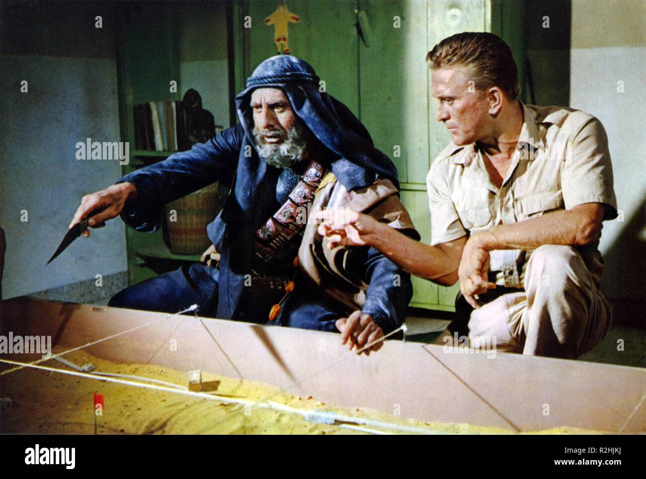 Cast a giant shadow Year 1966 USA Director : Melville Shavelson Haim Topol, Kirk Douglas - Stock Image